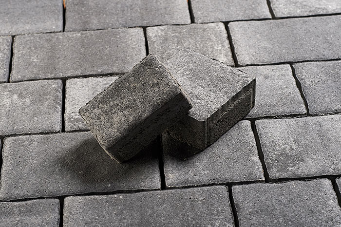 tlakovec kograd igem romanika crno siv topdom